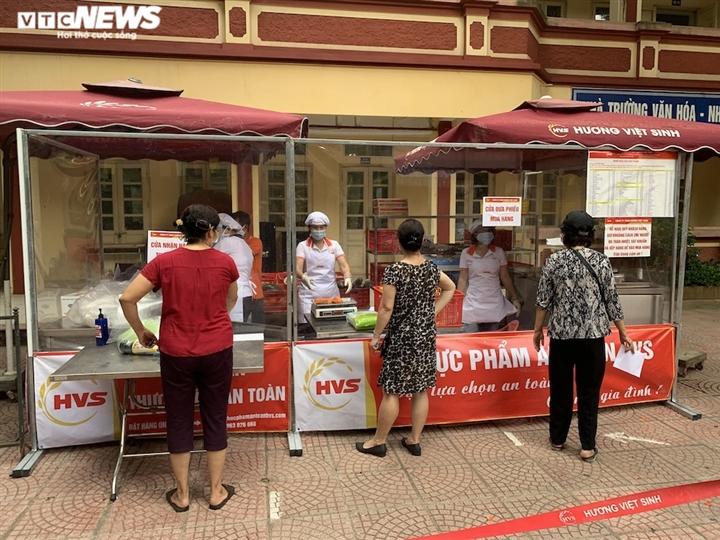 Chợ lưu động giá cả bình ổn, dân Hà Nội thoải mái chọn mua - 12