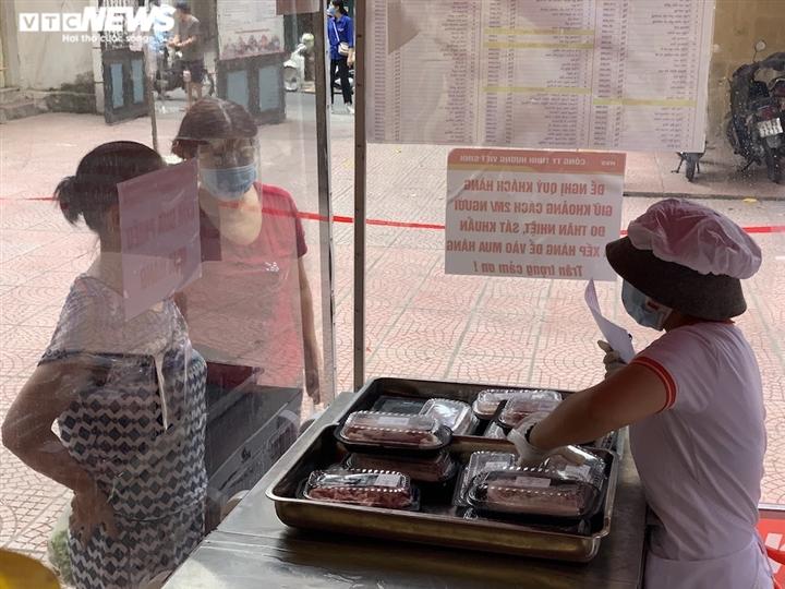 Chợ lưu động giá cả bình ổn, dân Hà Nội thoải mái chọn mua - 14