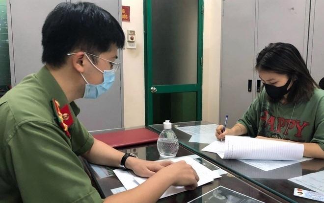 """Cô gái khoe """"thẻ đỏ quyền lực"""" dùng đi vòng quanh Hà Nội bị phạt 12,5 triệu đồng"""