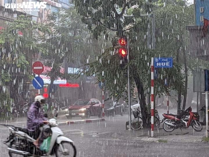 Thời tiết ngày 11/8: Bắc Bộ tiếp tục mưa to, nguy cơ sạt lở đất ở miền núi