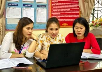 Hà Nội: Trường bắt đầu học trực tuyến, trường thấp thỏm chờ lịch năm học mới