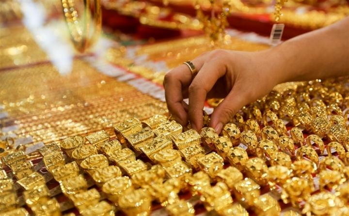 Giá vàng hôm nay 11/8: Chịu sức ép của USD, giá vàng bất động