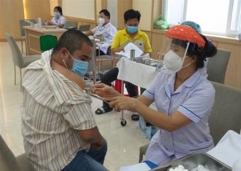 100 tình nguyện viên đầu tiên ở Hà Nội tiêm thử nghiệm vaccine COVID-19 ARCT-154