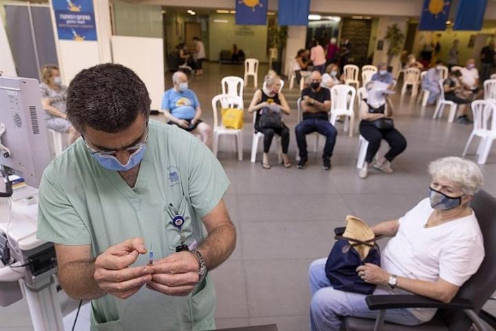 80% người trưởng thành tiêm xong vaccine, dịch vẫn bùng mạnh ở Israel