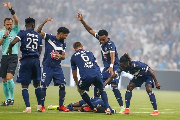 Cầu thủ Ligue 1 đột quỵ trong lúc thi đấu  - 1