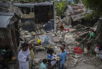 Số người chết trong thảm họa động đất Haiti tăng vọt lên gần 1.300