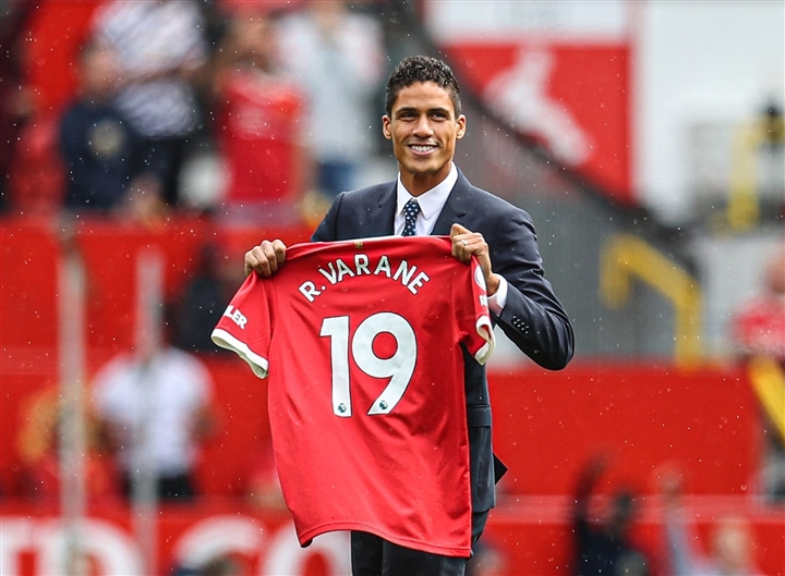 Chi nhiều tiền mua Sancho, Varane, vì sao Man Utd không lo bị UEFA trừng phạt? - 1