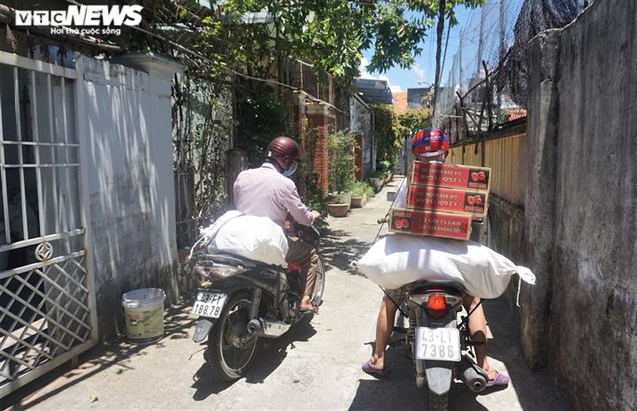 Ảnh: Xuyên ngày đêm chuyển nhu yếu phẩm hỗ trợ người dân Đà Nẵng  - 8