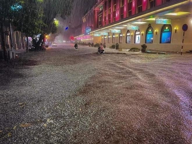 Thời tiết ngày 19/8: Bắc Bộ mưa dông, đề phòng lốc sét và gió giật mạnh - 1