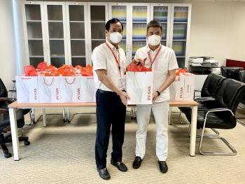 Công đoàn Tổng công ty khí Việt Nam trao tặng gần 200 phần quà hỗ trợ cán bộ hưu trí phòng chống dịch bệnh Covid-19