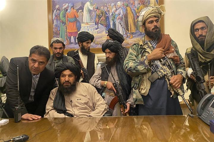 Afghanistan chỉ tồn tại được trên vũ khí và tiền bạc của Mỹ - 2