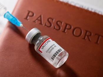 """""""Hộ chiếu vaccine"""": Cú hích phá vỡ tình trạng """"đóng băng"""" của xã hội"""