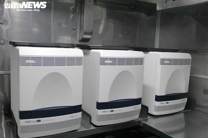 Bên trong xe xét nghiệm COVID-19 công suất 2.000-3.000 mẫu/ngày ở TP.HCM - 6