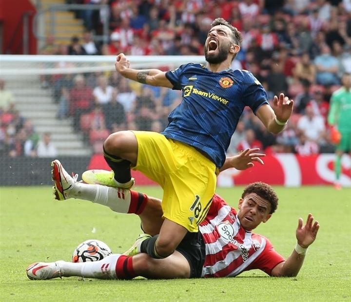 Man Utd suýt thua, HLV Solskjaer chê đối thủ thô bạo như bóng bầu dục