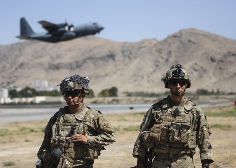 Hàng nghìn người Mỹ vẫn mắc kẹt tại Afghanistan  -0