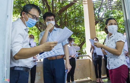 Những hình ảnh đầu tiên trong kỳ thi tốt nghiệp THPT 2020 đợt 2 - Ảnh 9