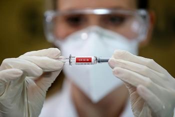 Nhân viên Sinovac tình nguyện tiêm vaccine Covid-19