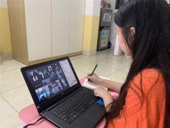 Phụ huynh nháo nhào mua cho con học online, thị trường máy tính lên cơn sốt