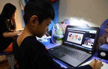 Học sinh TP.HCM gặp khó khi học online