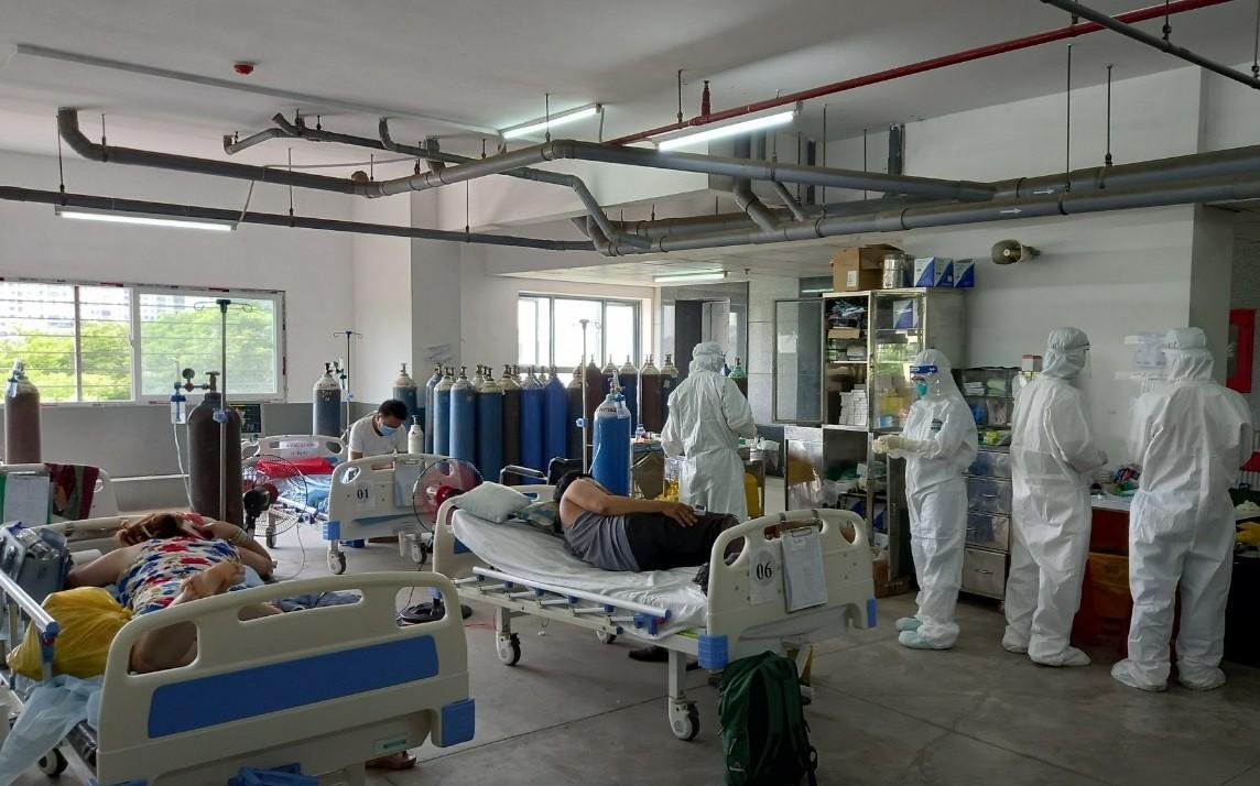 Công đoàn Cơ quan điều hành PV GAS hỗ trợ thực phẩm cho Bệnh viên Dã chiến số 10