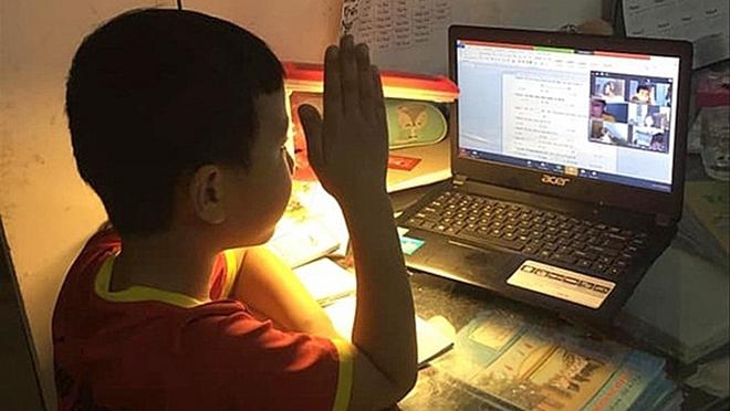 """""""Nhìn lịch học online của trẻ lớp 1 Hà Nội, là giáo viên tôi còn phát hoảng"""""""