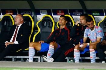 Vì sao HLV Solskjaer rút Ronaldo khỏi sân khi Man Utd đang cần bàn thắng?