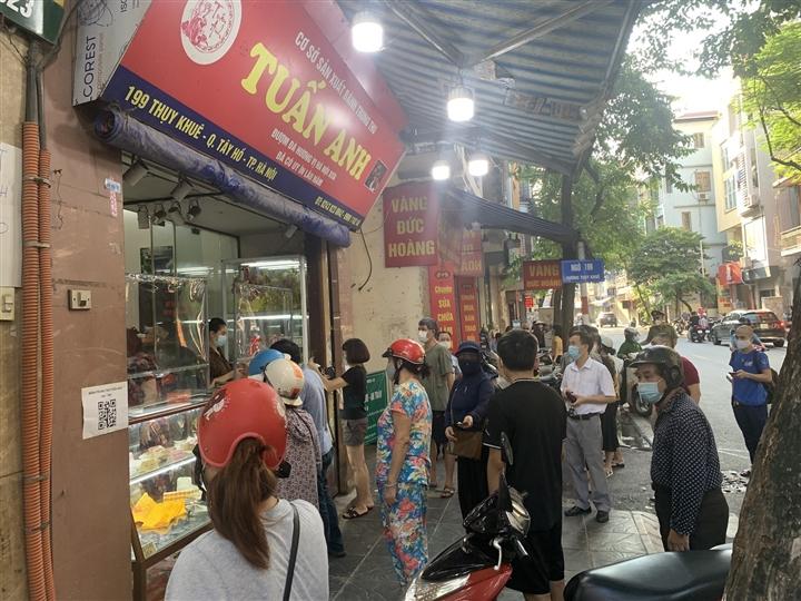 Bánh trung thu cận Rằm tháng 8: Nơi xếp hàng chờ mua, nơi không một bóng khách - 3