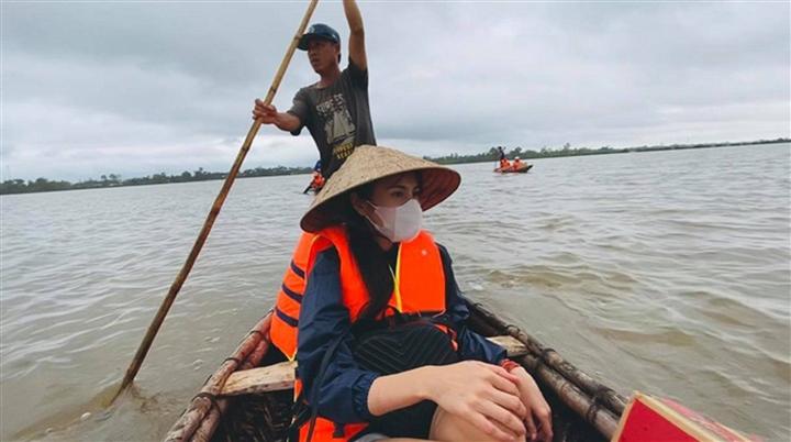 Việt Hương, Thủy Tiên và nhiều sao Việt tạm dừng từ thiện