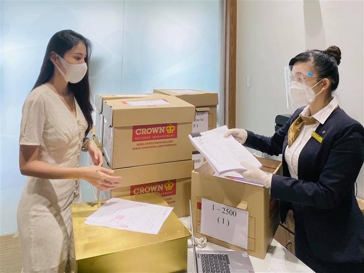 Việt Hương, Thủy Tiên và nhiều sao Việt tạm dừng từ thiện - 3