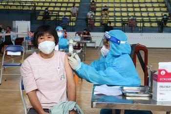 """Vì sao người tiêm 1 mũi vaccine COVID-19 vẫn được cấp """"thẻ xanh""""?"""