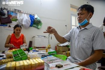 Hà Nội: Làng nghề Kiêu Kỵ rền vang tiếng búa dát vàng sau nhiều tháng yên ắng