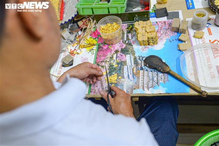 Hà Nội: Làng nghề Kiêu Kỵ rền vang tiếng búa dát vàng sau nhiều tháng yên ắng - 8