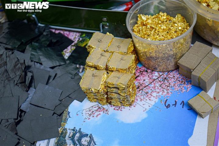 Hà Nội: Làng nghề Kiêu Kỵ rền vang tiếng búa dát vàng sau nhiều tháng yên ắng - 12