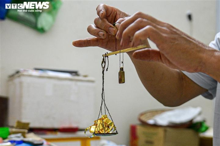 Hà Nội: Làng nghề Kiêu Kỵ rền vang tiếng búa dát vàng sau nhiều tháng yên ắng - 6