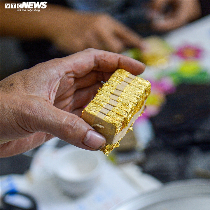 Hà Nội: Làng nghề Kiêu Kỵ rền vang tiếng búa dát vàng sau nhiều tháng yên ắng - 11