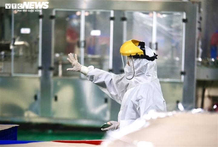Ảnh: Bên trong nhà máy hoạt động '3 tại chỗ' giữa tâm dịch Bình Dương - 10