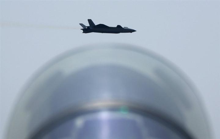 Tướng Trung Quốc thách Mỹ 'so găng' trên trời - 1