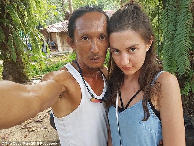 thai lan nguoi hang dong gay bao vi thu hut nu du khach xinh dep