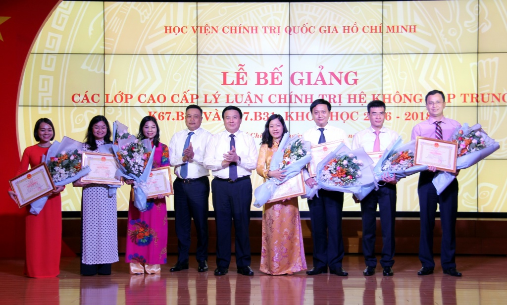 be giang 2 lop cao cap ly luan chinh tri tai tphcm