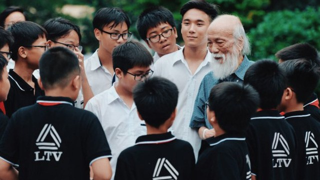 Triết lý làm người tử tế của GS Văn Như Cương thay đổi cuộc đời cậu học trò