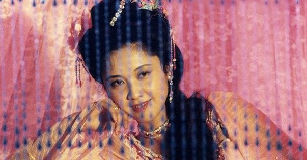cuoc song bi an cua my nhan duoc chon dong canh nong nhat tay du ky 1986