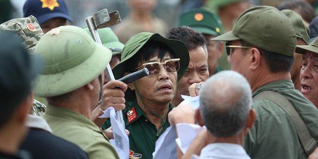 tu xung thuong binh quyet pha cong vff doi ve xem viet nam vs malaysia