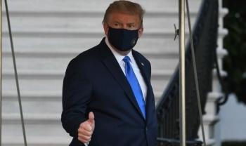 Ông Trump lần đầu xuất hiện trước công chúng sau khi mắc Covid-19