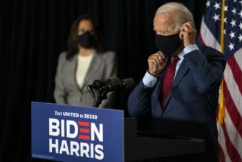 Tổng thống Trump mắc COVID-19, ông Biden kêu gọi người Mỹ đeo khẩu trang