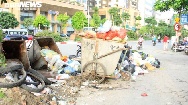 Tài xế xe thu gom rác đình công, người Hà Nội khốn khổ vì môi trường ô nhiễm - 5