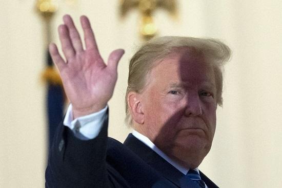 Tổng thống Donald Trump đưa ra quyết định gây 'chấn động' về COVID-19  - Ảnh 1