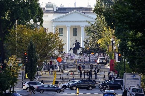 Tổng thống Donald Trump đưa ra quyết định gây 'chấn động' về COVID-19  - Ảnh 2
