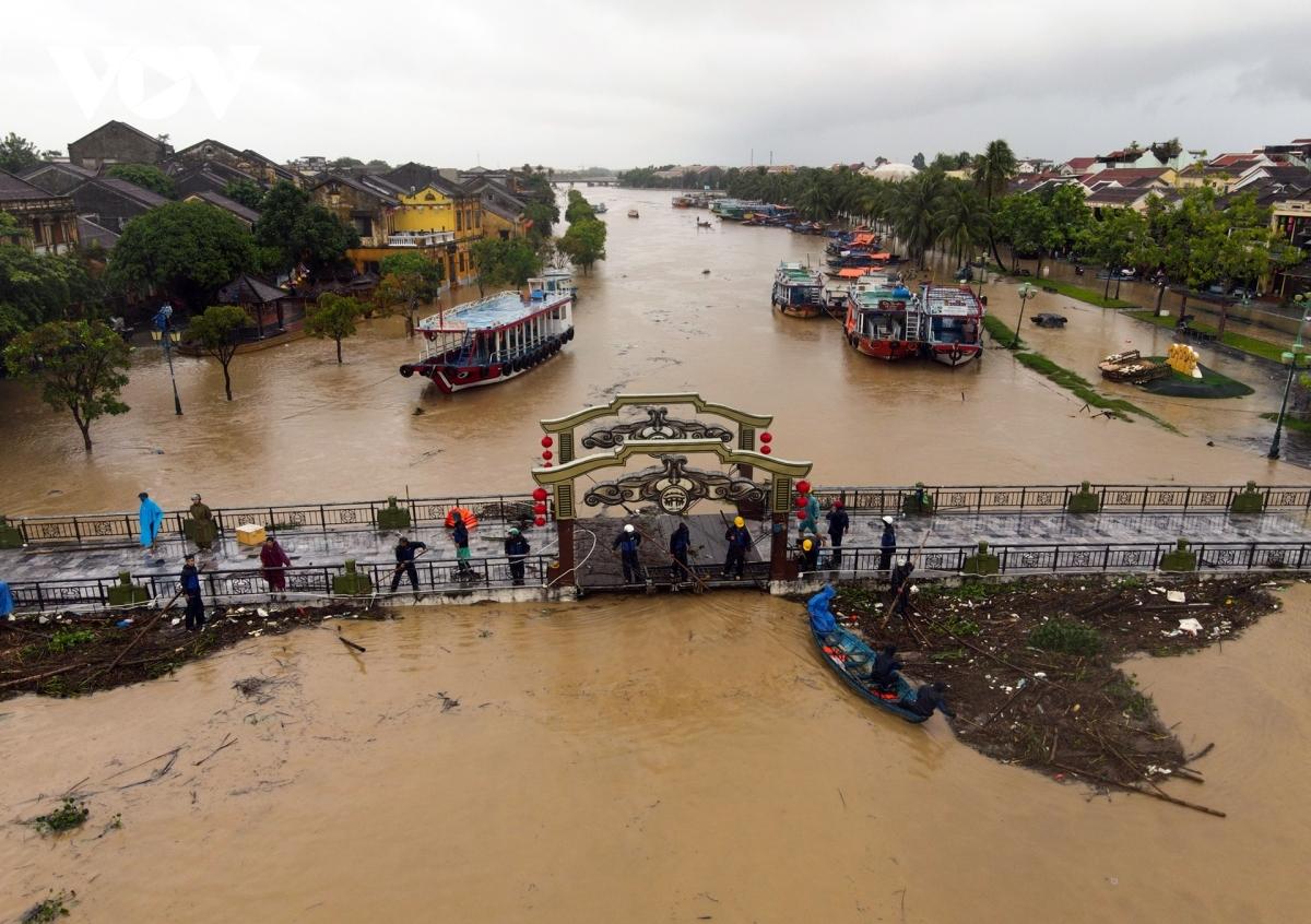 Nước lũ gây ngập tại thành phố Hội An, Quảng Nam.