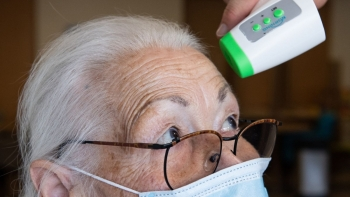 Tổng thống Trump công bố kế hoạch cung cấp vaccine COVID-19 cho người già