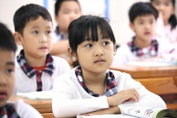 Giáo viên dạy trẻ học thế nào khi chờ sách Tiếng Việt 1 sửa